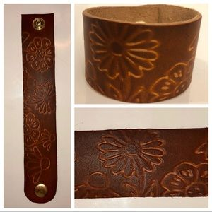 handmade Jewelry - Leather Cuff Bracelet Flowers